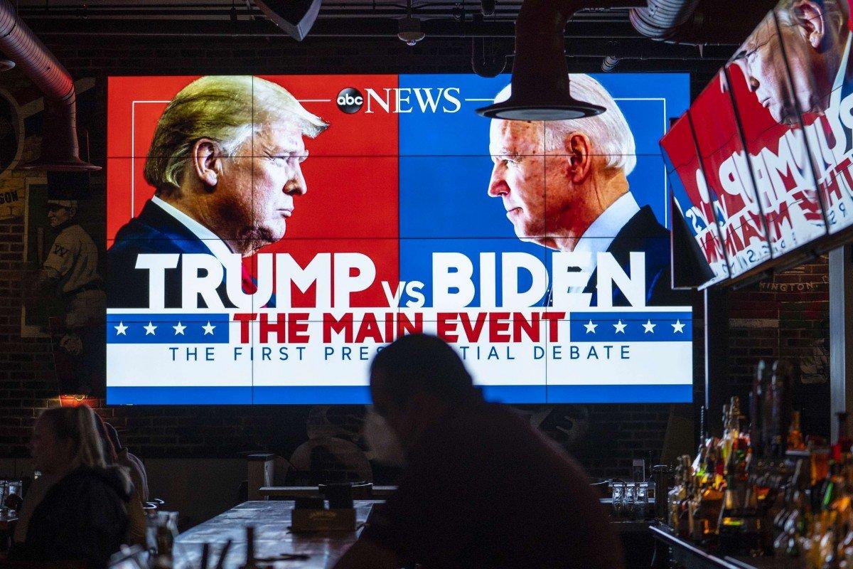 Trung Quốc bình luận về hỗn chiến Trump - Biden: 'Đây có phải nền văn minh kiểu Mỹ?' - Ảnh 1.