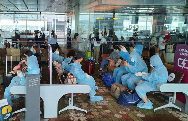 VietJet lên tiếng về việc 158 người nhập cảnh từ Hàn Quốc chờ đợi 10 tiếng tại sân bay - Ảnh 1.