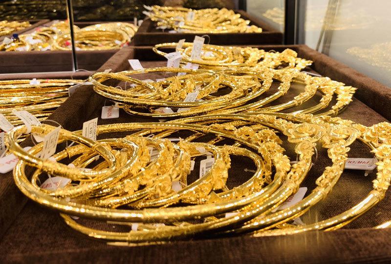 Giá vàng hôm nay 12/10: Mở phiên đầu tuần, SJC tăng giảm trái chiều không quá 50.000 đồng/lượng - Ảnh 2.