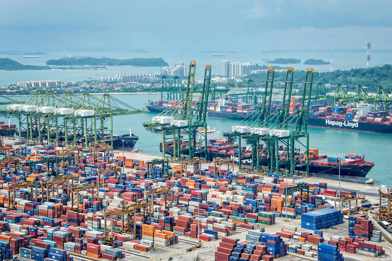 UOB: Kinh tế Việt Nam kì vọng phục hồi mạnh vào quí IV, dự báo tăng trưởng 7,1% năm 2021 - Ảnh 2.