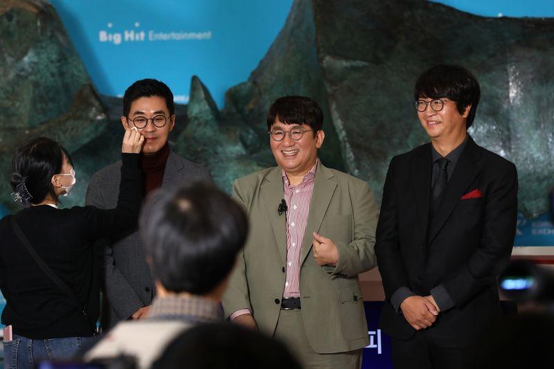 BTS kiếm hàng triệu USD khi cổ phiếu Big Hit nhảy vọt trong phiên chào sàn - Ảnh 2.