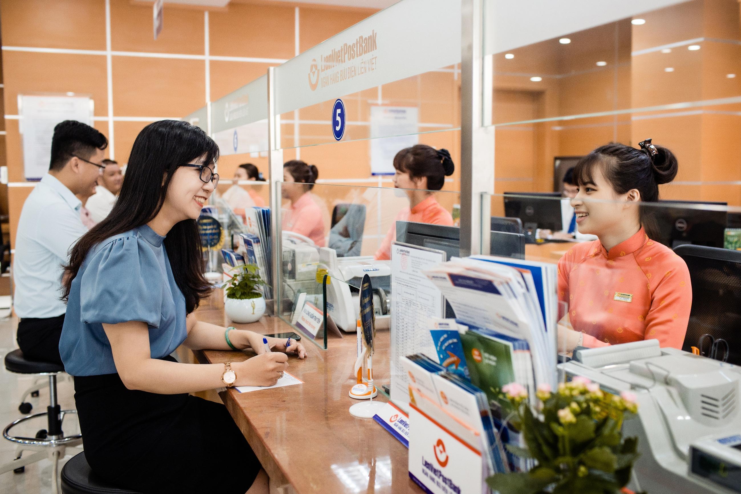 Cổ phiếu LienVietPostBank chính thức được chấp thuận niêm yết trên HOSE, hoàn thành lợi nhuận cả năm - Ảnh 1.