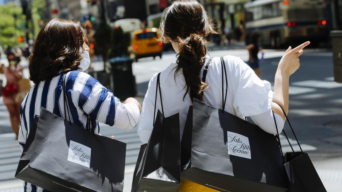 Nền kinh tế toàn cầu có hi vọng khi doanh thu của các thương hiệu xa xỉ tăng trở lại - Ảnh 1.