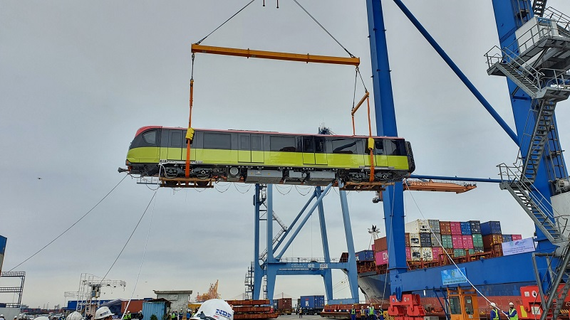 Đoàn tàu đầu tiên tuyến metro Nhổn - ga Hà Nội cập cảng Hải Phòng - Ảnh 4.