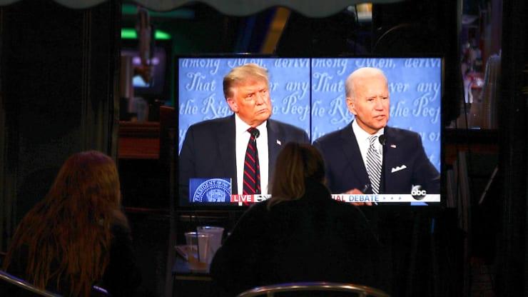 Nhà đầu tư Mỹ đứng ngồi không yên vì cuộc bầu cử
