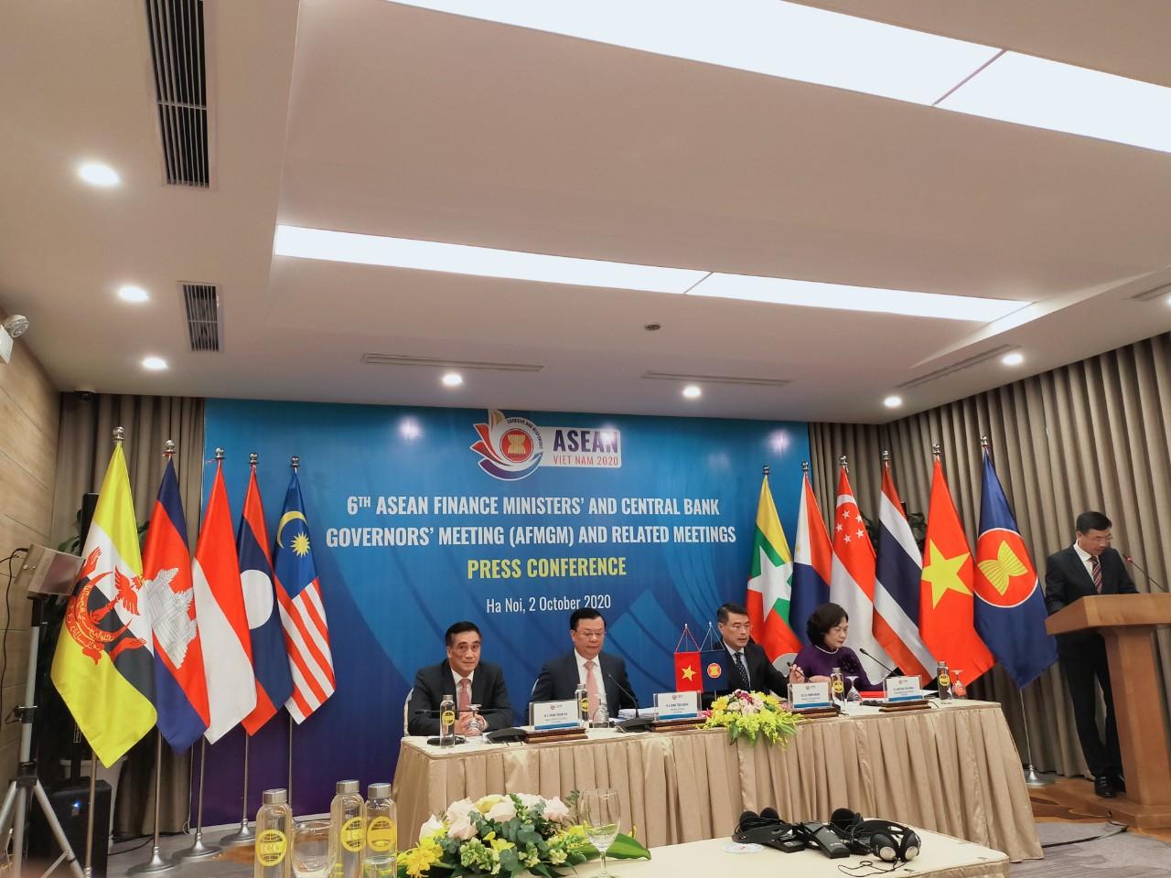 Thống đốc Lê Minh Hưng: NHNN chưa và không bao giờ sử dụng tỷ giá để tạo lợi thế cạnh tranh trong giao dịch thương mại quốc tế - Ảnh 1.