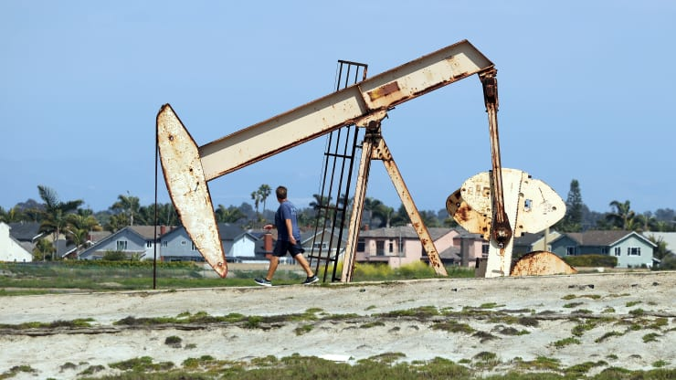 Giá xăng dầu hôm nay 22/10: Dầu tiếp tục giảm do hàng tồn kho tăng cao - Ảnh 1.