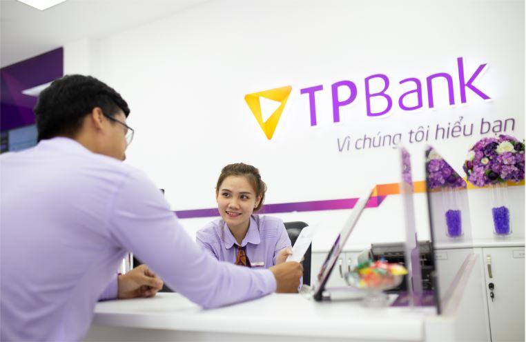 TPBank lãi hơn 3.000 tỉ đồng trước thuế, nợ xấu tăng 60% trong 9 tháng - Ảnh 1.