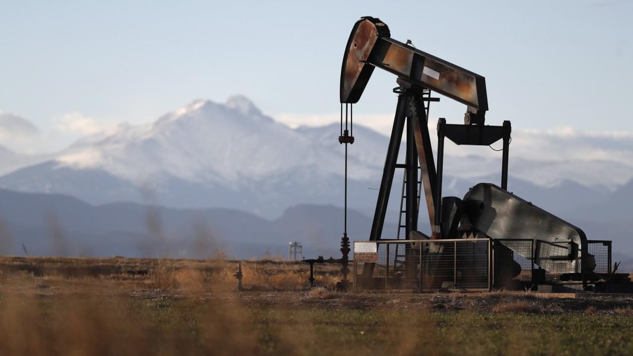Giá xăng dầu hôm nay 26/10: Nhu cầu tiêu thụ yếu, giá dầu tiếp tục giảm - Ảnh 1.