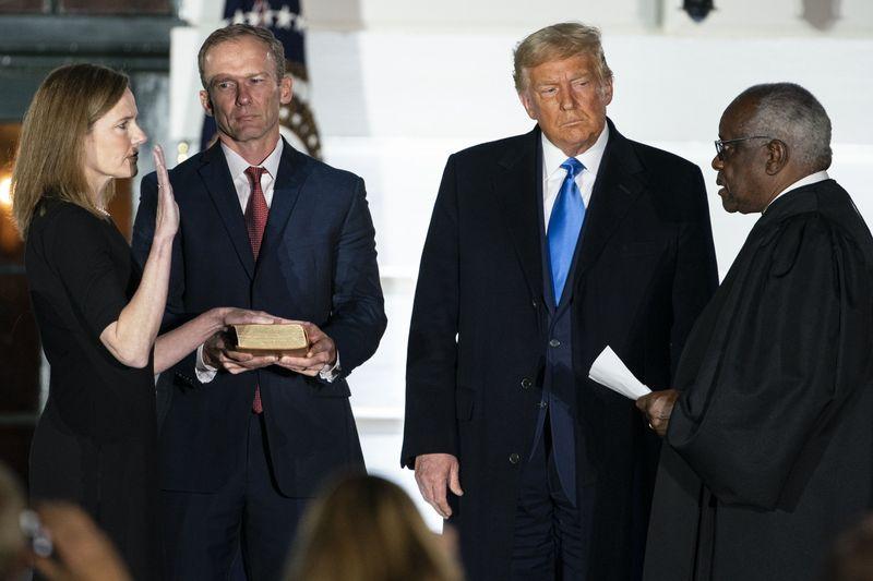 Ông Trump đưa được người vào Tòa án Tối cao, cuộc bầu cử thêm khó đoán - Ảnh 1.