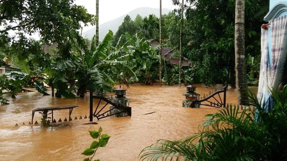 Bão số 9: Bình Định thiệt hại gần 400 tỉ đồng gần 2.900 ngôi nhà bị tốc mái, hư hỏng - Ảnh 2.