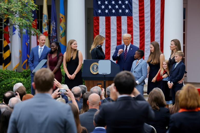 [PhotoStory] Một tuần bận rộn của Tổng thống Trump trước khi xác nhận nhiễm COVID-19 - Ảnh 5.