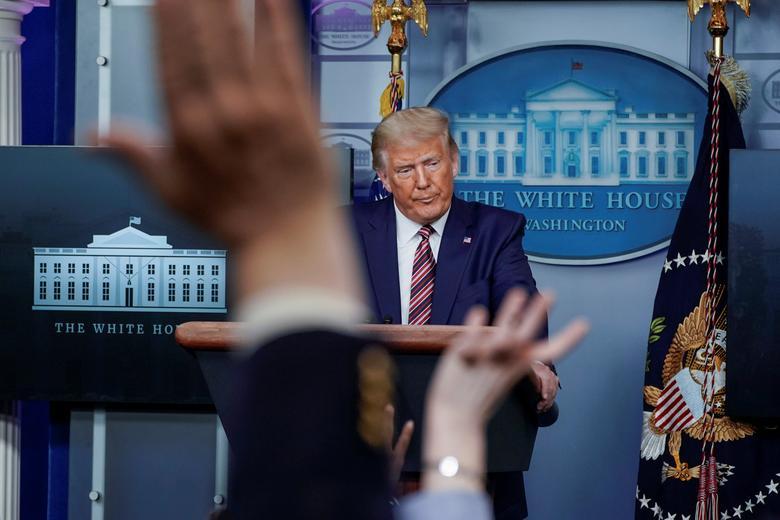 [PhotoStory] Một tuần bận rộn của Tổng thống Trump trước khi xác nhận nhiễm COVID-19 - Ảnh 8.