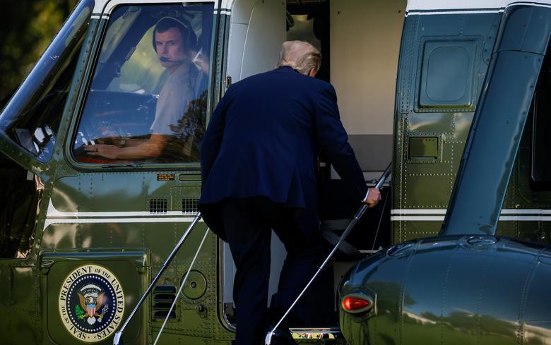 [PhotoStory] Một tuần bận rộn của Tổng thống Trump trước khi xác nhận nhiễm COVID-19 - Ảnh 16.