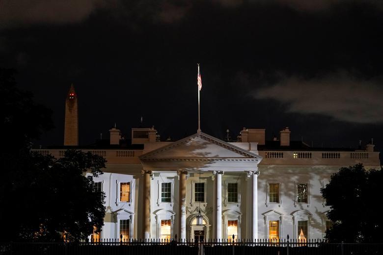 [PhotoStory] Một tuần bận rộn của Tổng thống Trump trước khi xác nhận nhiễm COVID-19 - Ảnh 24.