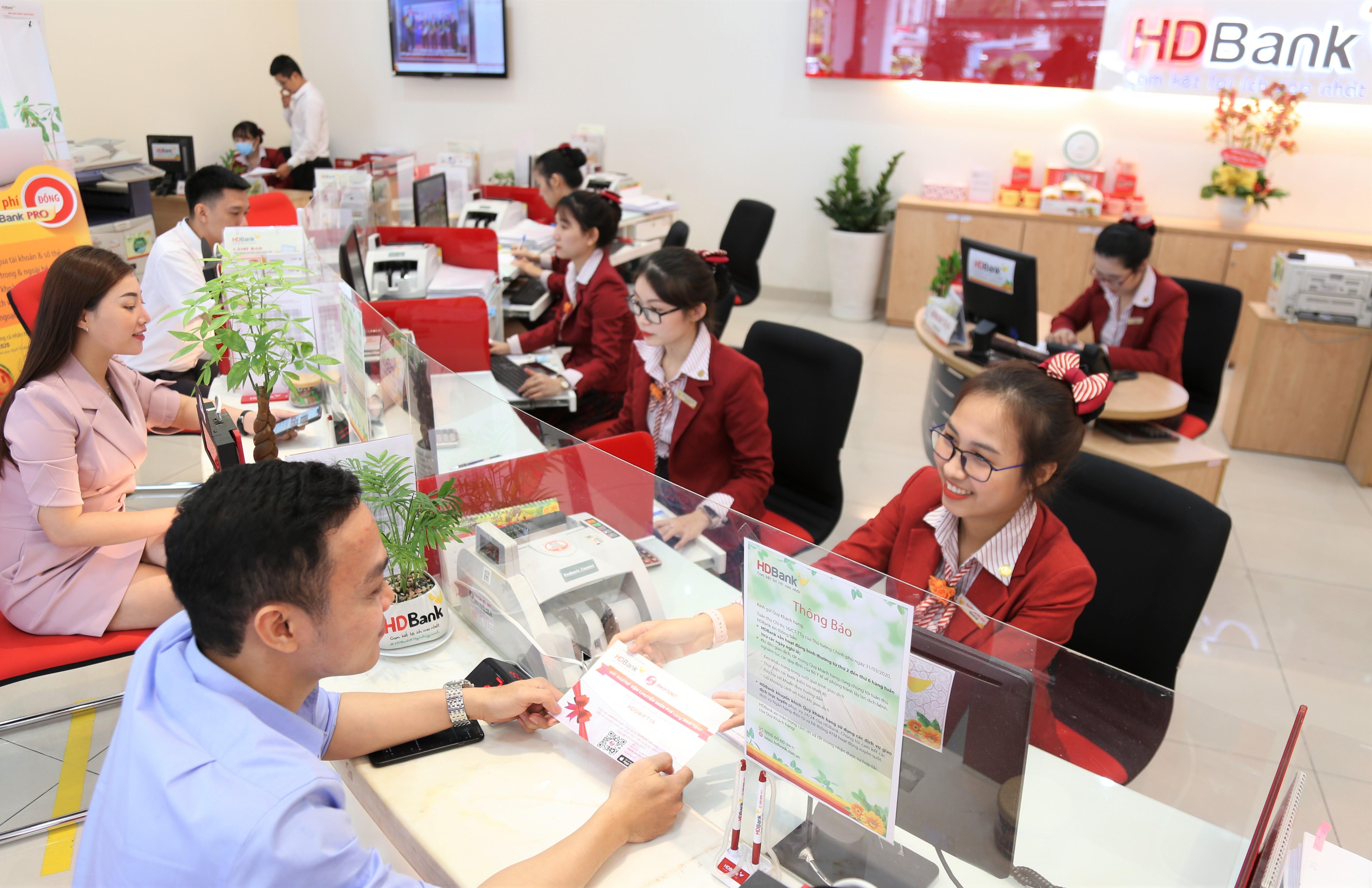 HDBank thu lãi lớn từ hoạt động dịch vụ, dư nợ tín dụng tăng hơn 14% sau 9 tháng đầu năm - Ảnh 1.