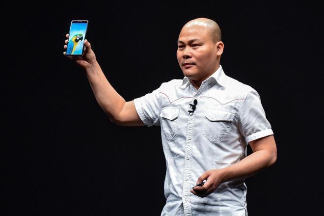 Ông Nguyễn Tử Quảng: Bỏ ra 1.000 tỉ đồng tiền mặt, có lúc trầm cảm vì làm smartphone - Ảnh 1.