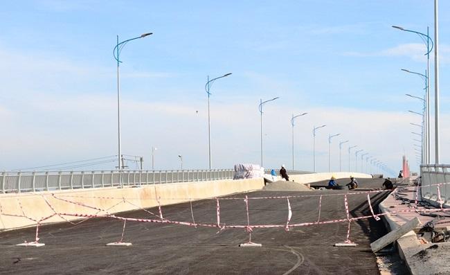 Cầu nghìn tỉ tại Quảng Ngãi sẽ thông xe vào 20/10 - Ảnh 1.