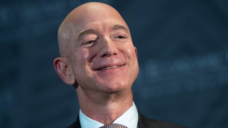 Lần đầu tiên tổng tài sản của các tỉ phú đạt mốc 10.000 tỉ USD - Ảnh 1.