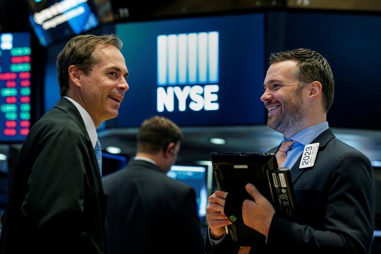 Chứng khoán Mỹ khởi sắc, Dow Jones có lúc tăng 800 điểm dù bầu cử chưa ngã ngũ - Ảnh 1.