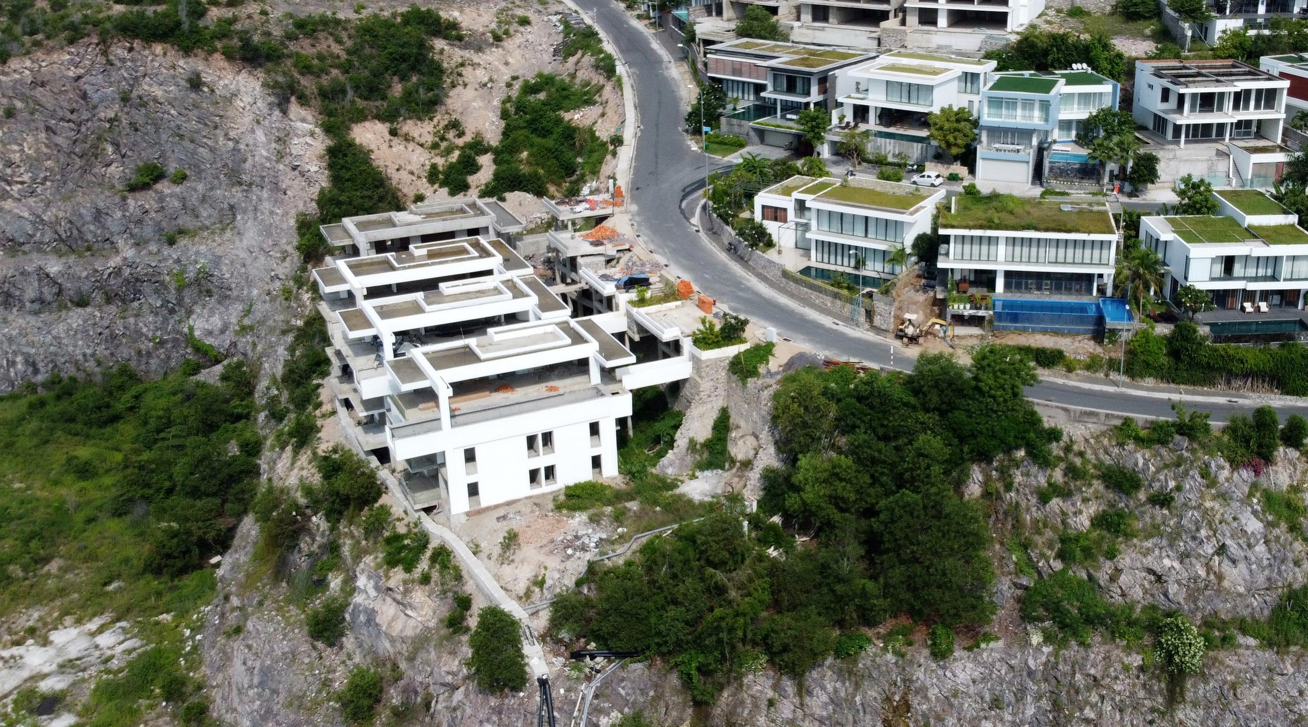 Nha Trang: Xẻ núi xây biệt thự triệu đô - Ảnh 10.