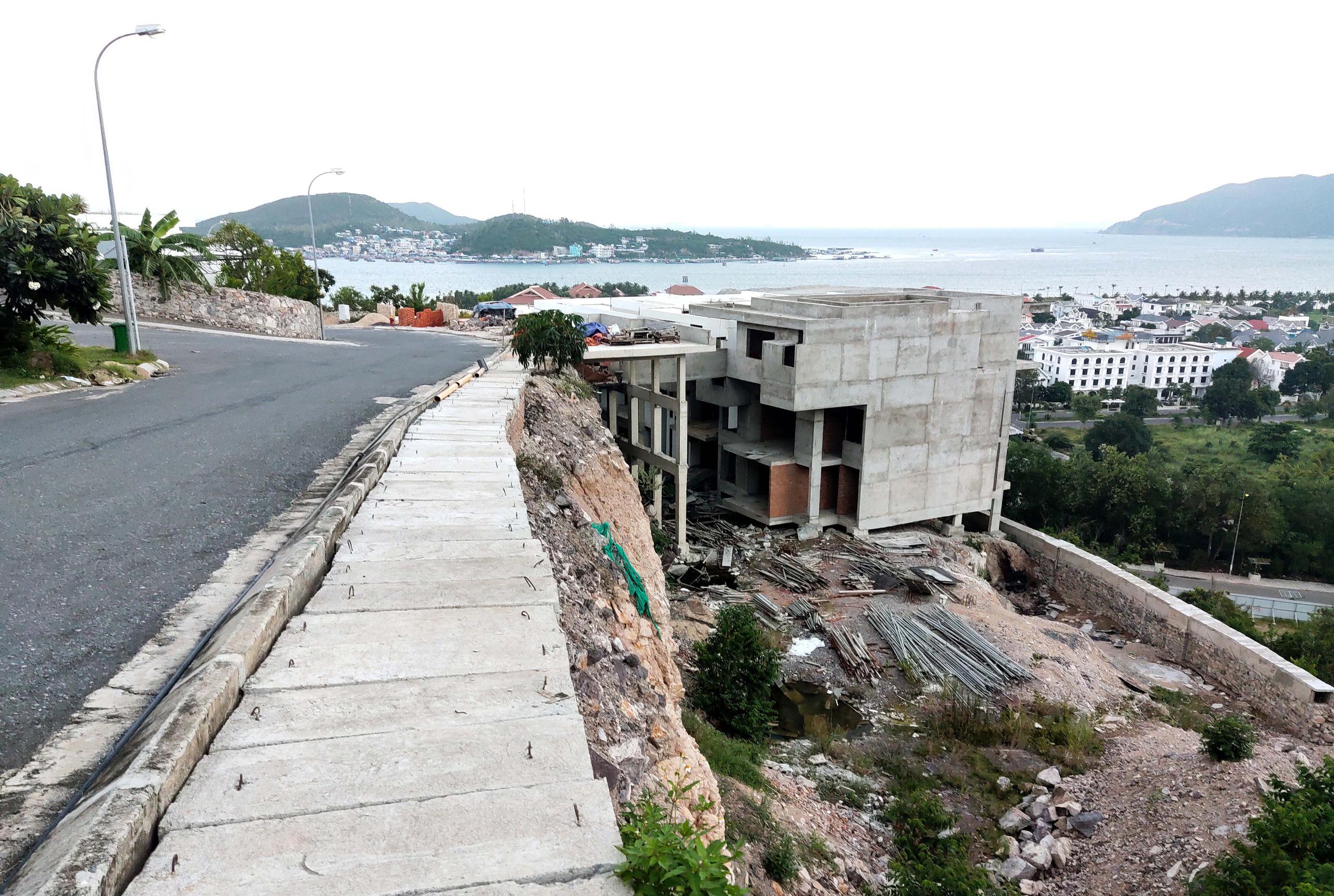 Nha Trang: Xẻ núi xây biệt thự triệu đô - Ảnh 11.