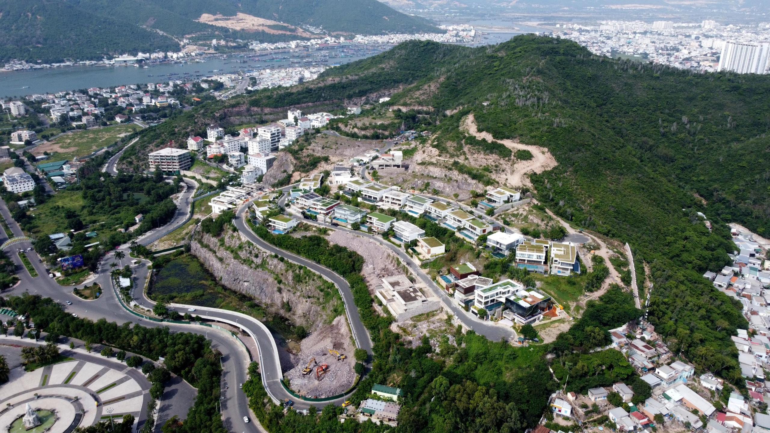 Nha Trang: Xẻ núi xây biệt thự triệu đô - Ảnh 7.