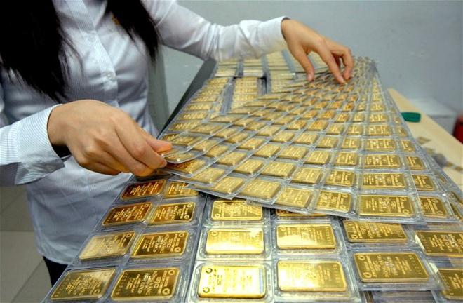 Giá vàng hôm nay 12/11: Vàng SJC tiếp tục mất thêm 100.000 đồng/lượng - Ảnh 1.
