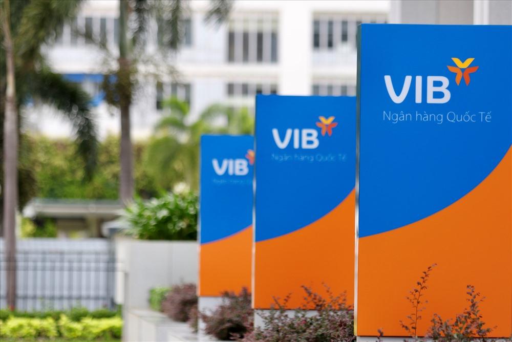 Cổ phiếu VIB lên sàn HOSE với giá tham chiếu 32.300 đồng - Ảnh 1.