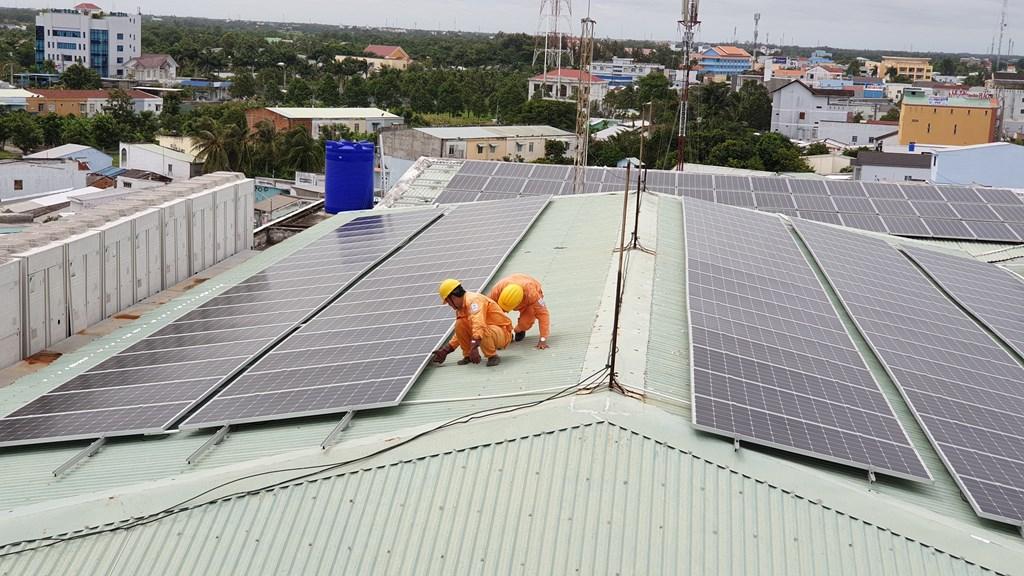 Doanh nghiệp khu công nghiệp đẩy mạnh sử dụng điện mặt trời mái nhà - Ảnh 1.