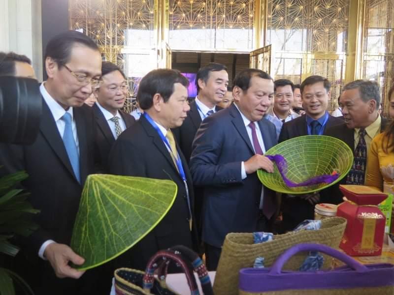 TP HCM, TP Hà Nội bắt tay cùng Vùng kinh tế trọng điểm miền Trung thúc đẩy du lịch - Ảnh 1.