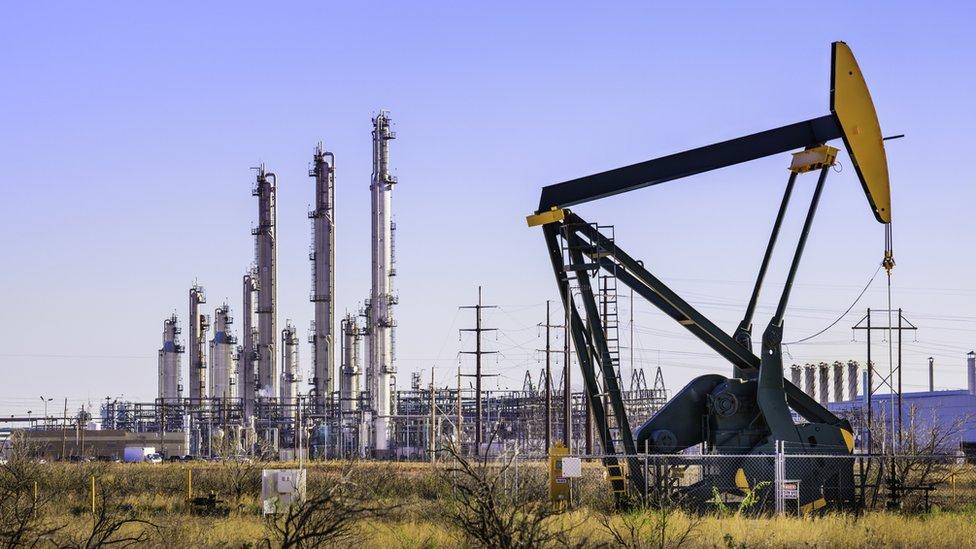 Giá xăng dầu hôm nay 30/11: Dự kiến cắt giảm sản lượng của OPEC+, giá dầu tiếp tục tăng - Ảnh 1.
