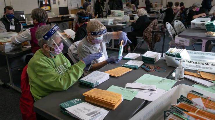 [LIVE] Bầu cử Mỹ: Vì sao hỗn loạn thông tin về số phiếu của mỗi ứng viên? - Ảnh 1.