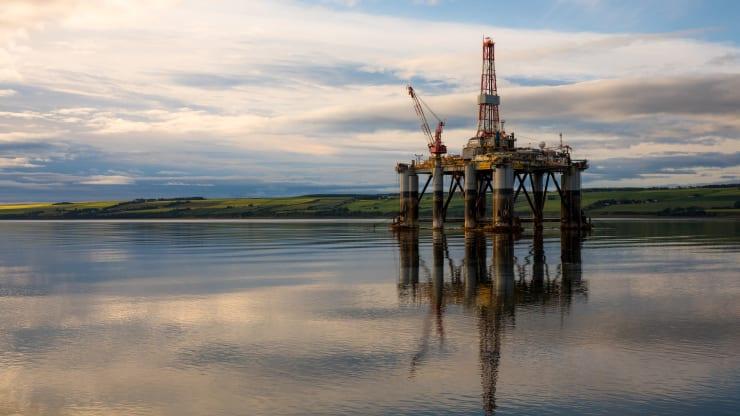 Giá xăng dầu hôm nay 4/11: Dầu tăng trở lại sau cuộc bầu cử tổng thống Mỹ - Ảnh 1.