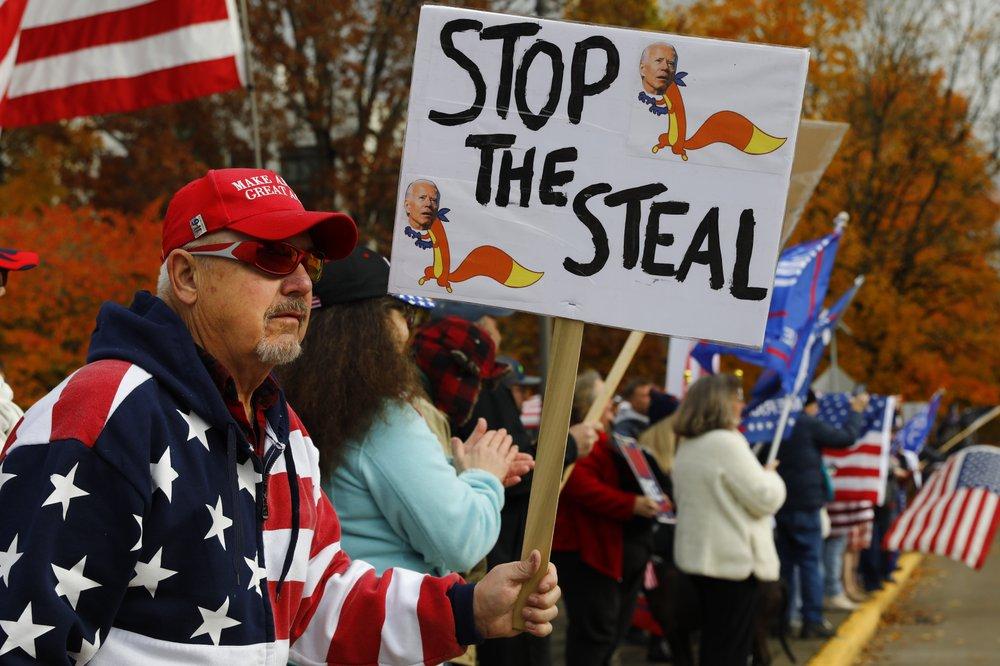 Người ủng hộ ông Trump từ chối nhận thất bại, nổi lên biểu tình khắp nơi - Ảnh 1.