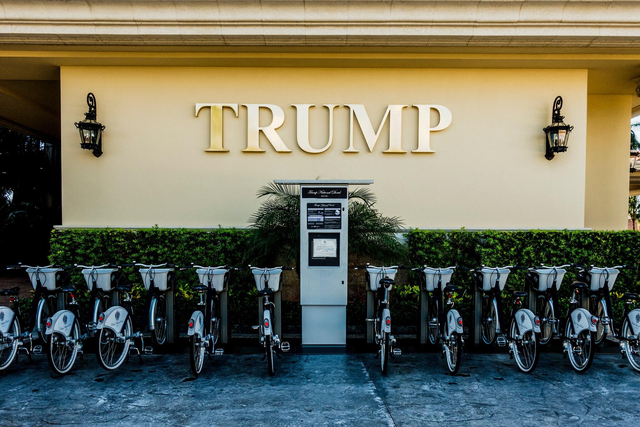 Cuộc đời nào chờ đón ông Trump nếu phải rời Nhà Trắng? - Ảnh 2.