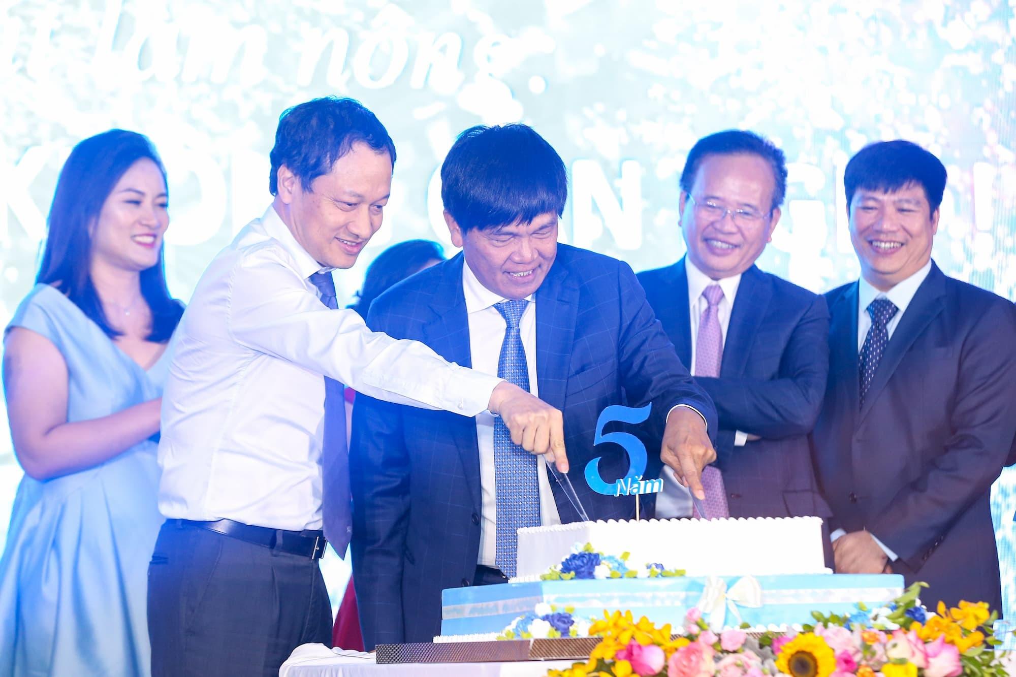 Lãnh đạo Hoà Phát đã sang tay hơn 800 tỉ đồng cổ phiếu HPG - Ảnh 1.