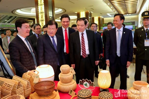 Nghệ An muốn trở thành Trung tâm sản xuất chế biến, xuất khẩu gỗ lớn của Bắc Trung Bộ và miền Trung - Ảnh 1.