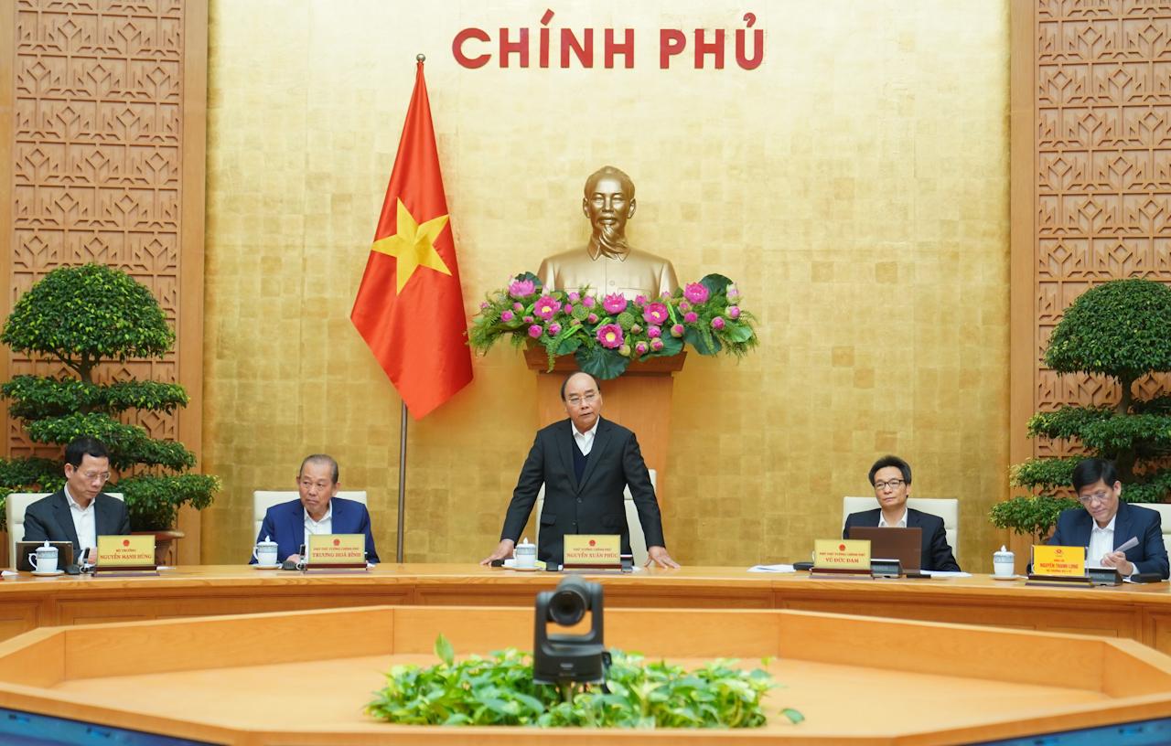 Thủ tướng Nguyễn Xuân Phúc chỉ đạo tạm dừng các chuyến bay thương mại - Ảnh 1.