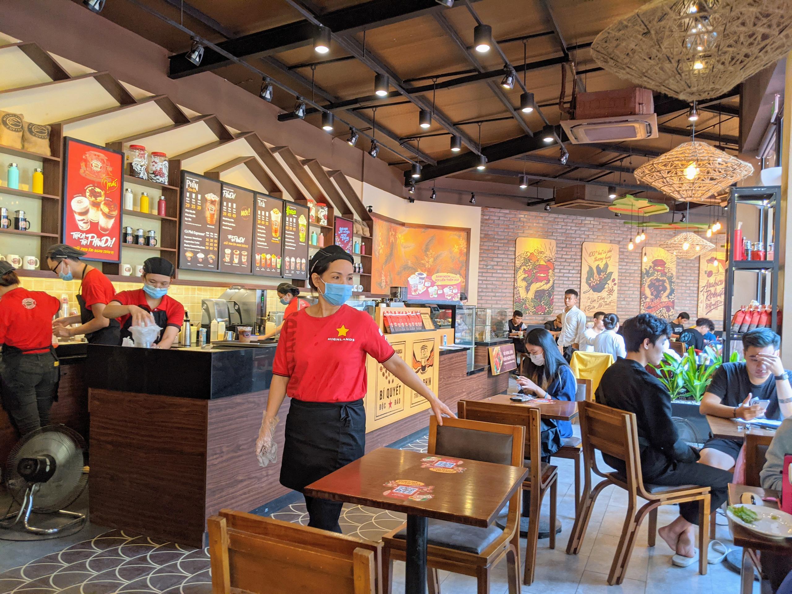 Từ Starbucks tới Ông Bầu: Khi cà phê được đưa về giá trị thật - Ảnh 4.