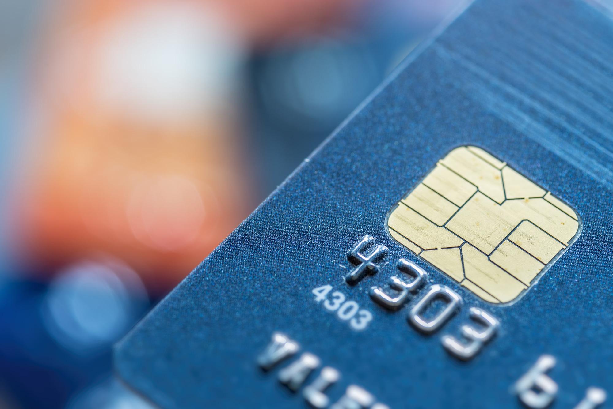 Ngân hàng có thể buộc phải phát hành thẻ chip sau ngày 31/3/2021 - Ảnh 1.