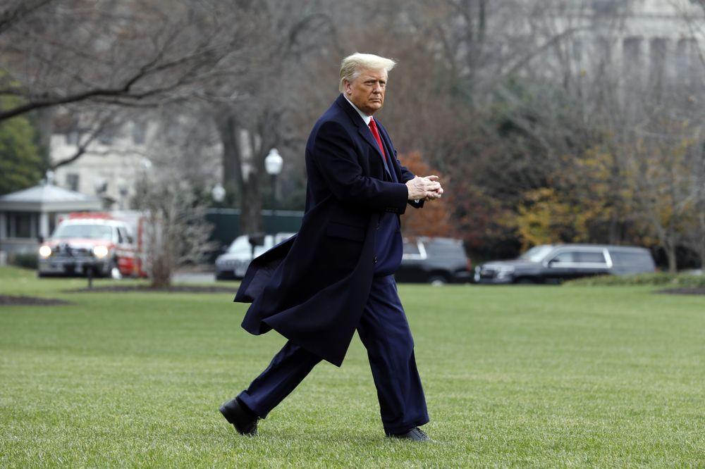 Ông Trump ký ban hành đạo luật mới, có thể hủy niêm yết cổ phiếu Trung Quốc trên sàn chứng khoán Mỹ - Ảnh 1.