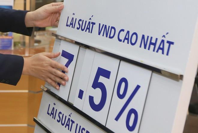 Vietcombank, BIDV, Vietinbank... tiếp tục hạ lãi suất huy động - Ảnh 1.