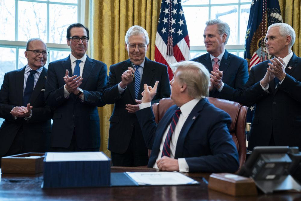 Ông Trump: Tôi giúp 8 người giữ ghế thượng nghị sĩ nhưng giờ họ đều bỏ mặc tôi - Ảnh 1.