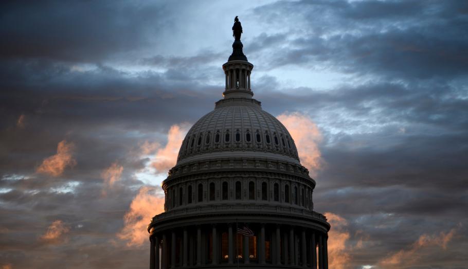 Dự luật có thể hủy niêm yết cổ phiếu Trung Quốc được Quốc hội phê chuẩn, chờ đợi chữ kí ông Trump - Ảnh 1.