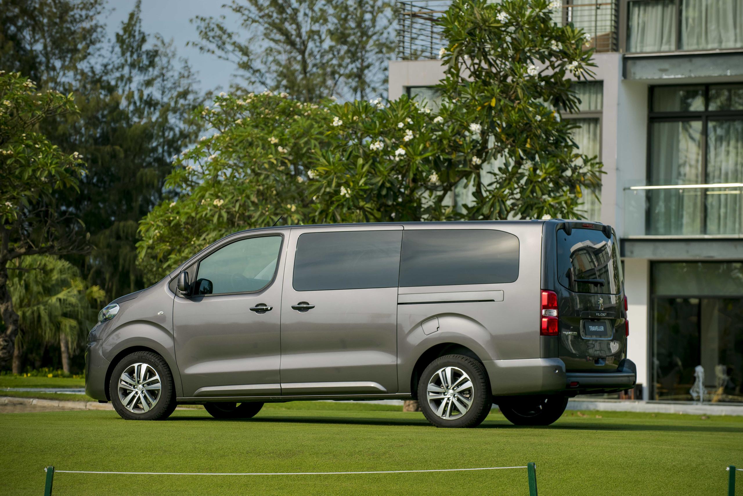 Peugeot tạo cú hích cuối năm, giao xe trước thềm năm mới - Ảnh 2.