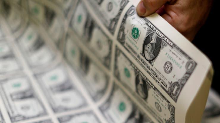 Đồng USD thấp nhất trong hai năm rưỡi trở lại và có thể tiếp tục suy yếu trong năm 2021 - Ảnh 1.