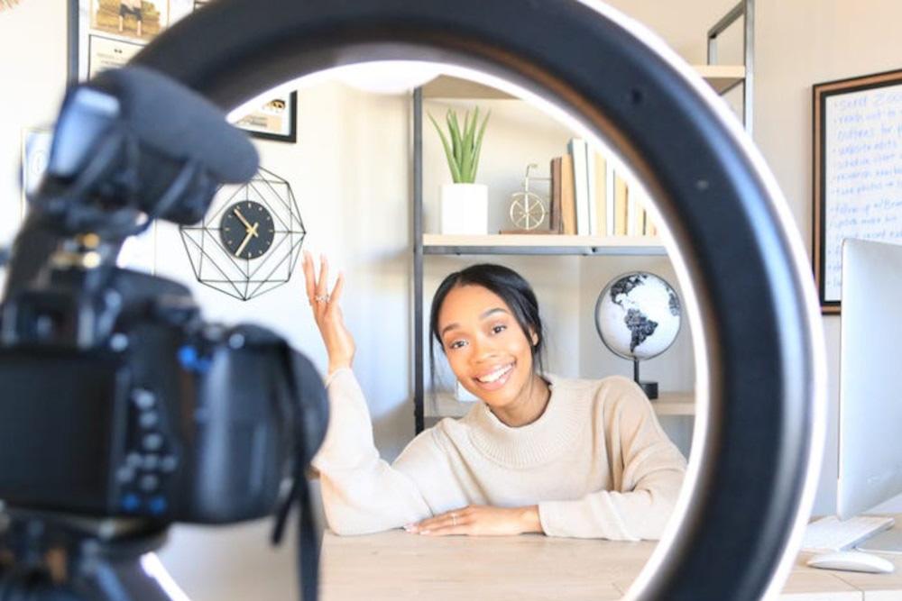 YouTuber thu về 50.000 USD chỉ trong 10 tháng