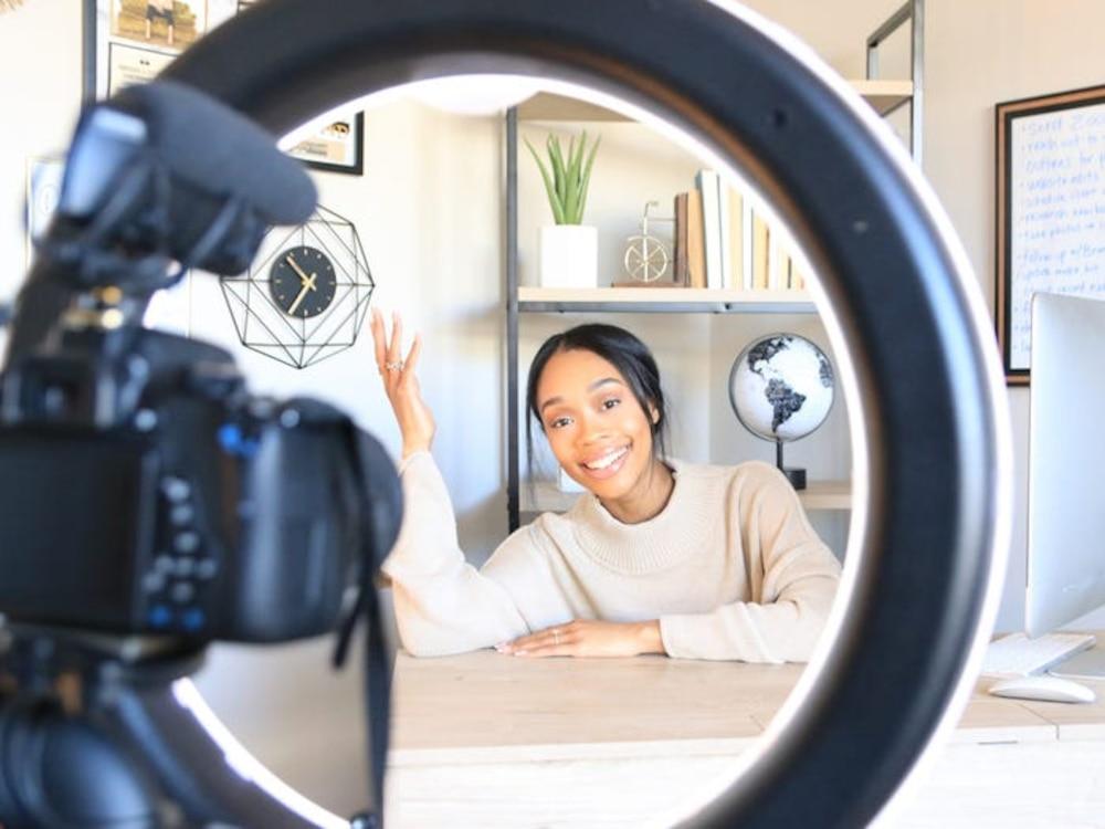 YouTuber 218.000 lượt đăng kí chia sẻ thu nhập năm 2020 theo từng tháng - Ảnh 1.