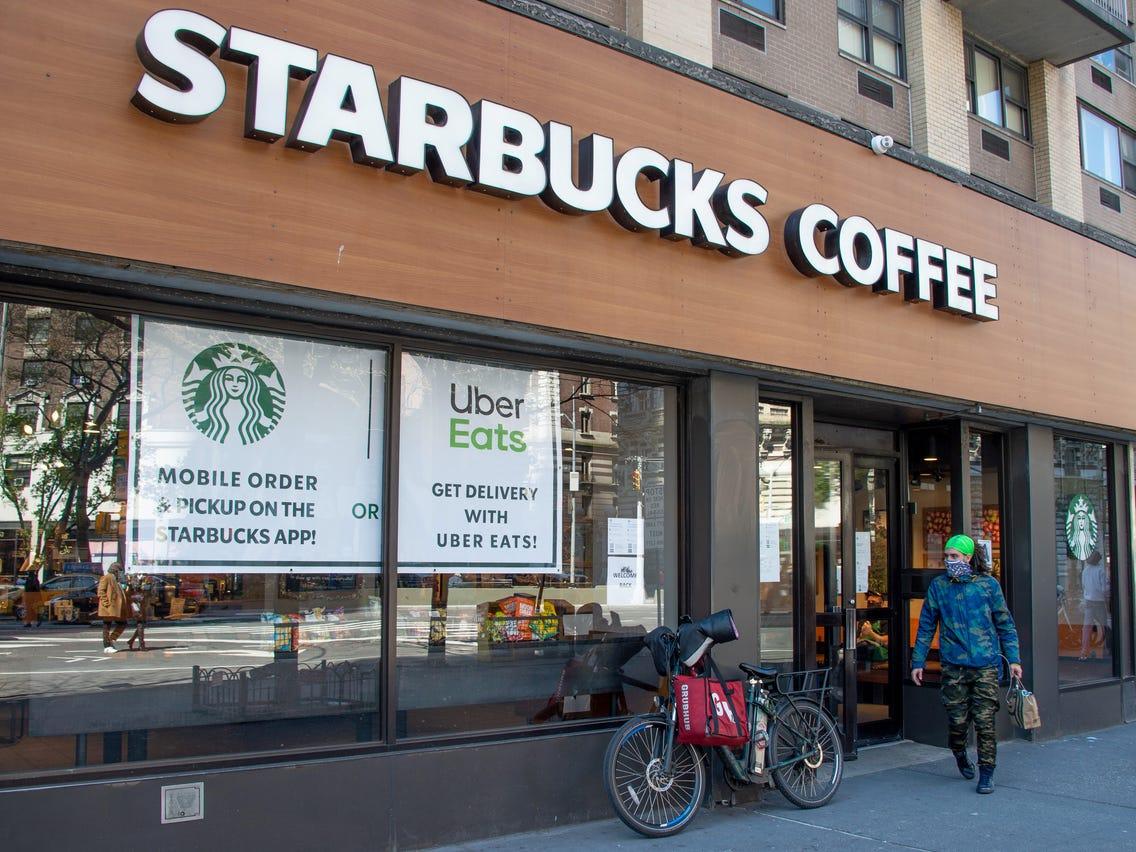 Từ Starbucks tới Ông Bầu: Khi cà phê được đưa về giá trị thật - Ảnh 1.